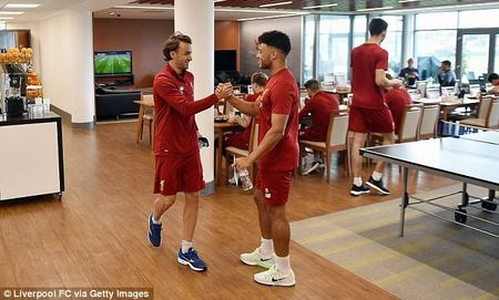 Chamberlain hao hung lan dau tap luyen o Liverpool - Anh 9