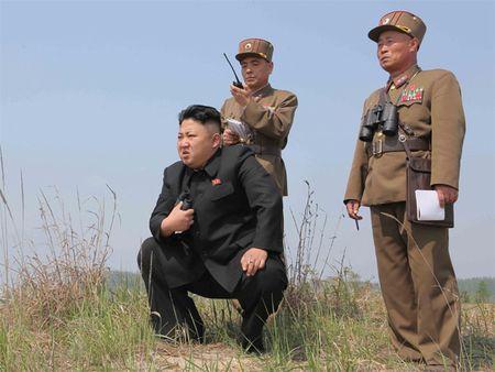 Kim Jong Un muon gi khi mao hiem che bom hat nhan? - Anh 1