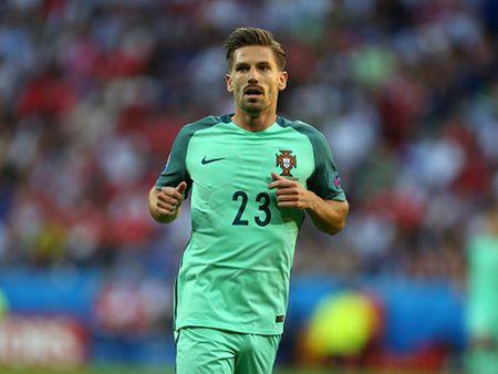 Leicester khoi kien FIFA vu mua hut dong doi cua Ronaldo chi vi... 14 giay - Anh 2