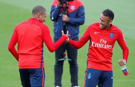 Bo doi dat nhat the gioi Mbappe va Neymar than thiet trong lan dau tap chung o PSG - Anh 2
