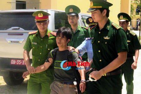 Mat phuc bat ke vuot rung 'om' lo ma tuy da gan 3 ty ve Viet Nam - Anh 1