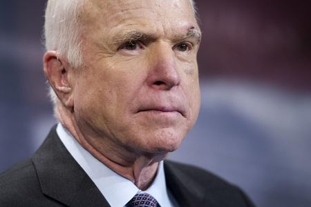 John McCain: My can can nhac trien khai vu khi hat nhan toi Han Quoc - Anh 1