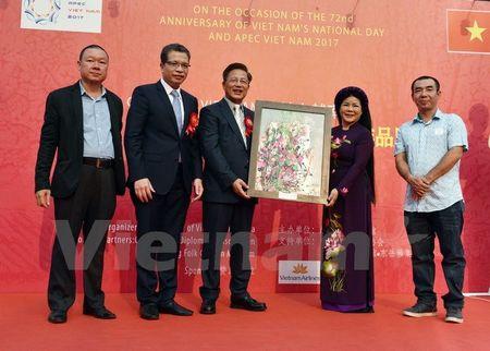 Trien lam tranh giao luu van hoa Viet-Trung tai Trung Quoc - Anh 1