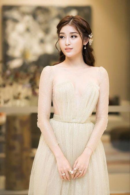 A hau Huyen My mac trong suot 'soan ngoi' nu than cua HH Thu Thao - Anh 3