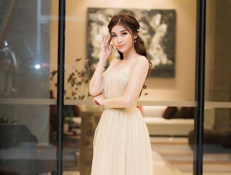 A hau Huyen My mac trong suot 'soan ngoi' nu than cua HH Thu Thao - Anh 4