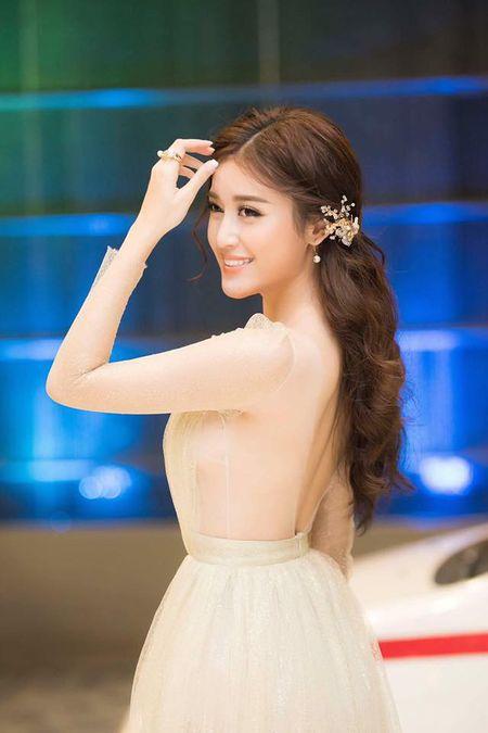 A hau Huyen My mac trong suot 'soan ngoi' nu than cua HH Thu Thao - Anh 7