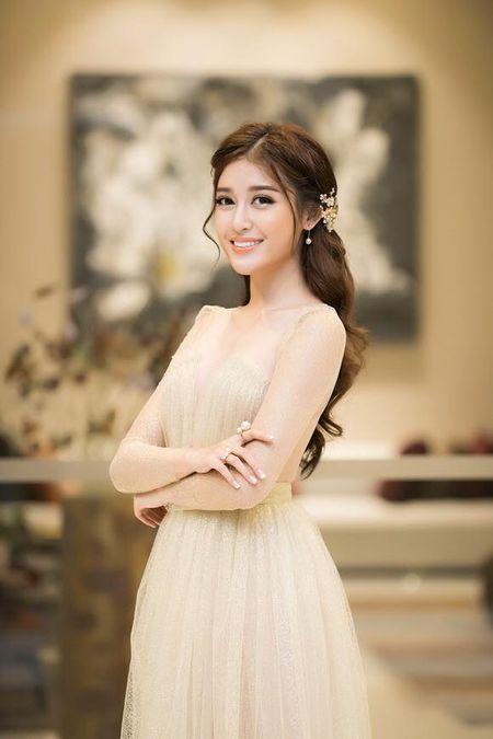 A hau Huyen My mac trong suot 'soan ngoi' nu than cua HH Thu Thao - Anh 8