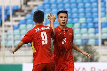 HLV U18 Indonesia lay lua Cong Phuong 'dan mat' U18 Viet Nam - Anh 1