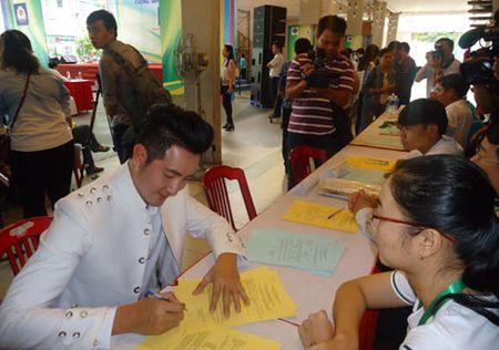 Ly do Nguyen Phi Hung, Ngoc Son muon hien tang cho Y hoc - Anh 1