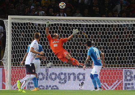 'Lot xac' hiep hai, Napoli theo sat Juve, Inter - Anh 1