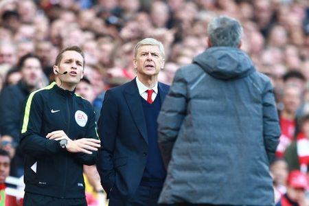 Cam thong cho CDV Arsenal, Mourinho khong hieu sao Wenger van chua di - Anh 2