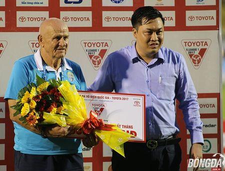 Phu thuy Petrovic cung FLC Thanh Hoa thau tom danh hieu - Anh 1