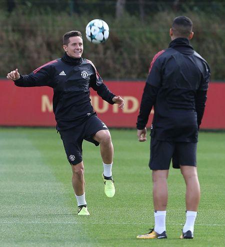 Ander Herrera tuoi nhu hoa, cho tran khai man Champions League - Anh 1