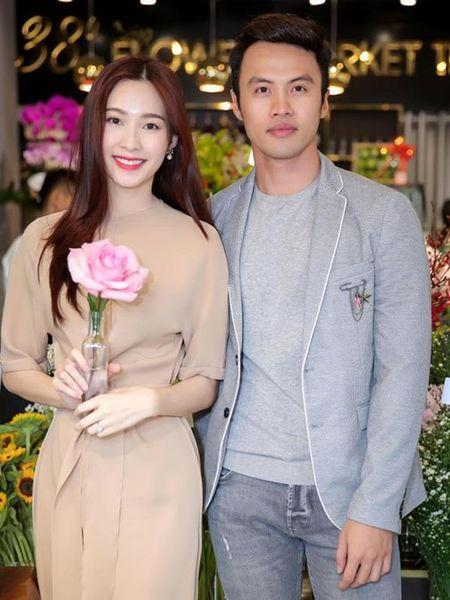 Dang Thu Thao khoe nhan cuoi sau tin lay chong dai gia - Anh 2