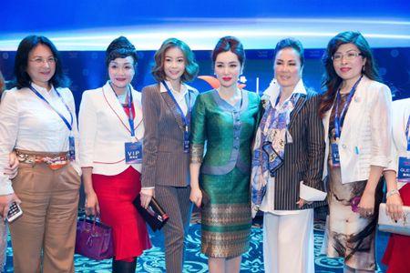 Hoa hau Hai Duong dien vest thanh lich du su kien tai Thai Lan - Anh 4