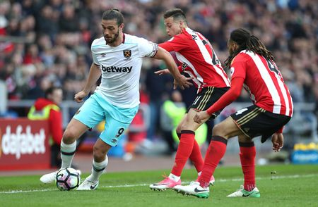 West Ham - Huddersfield Town: Kho bat nat 'The Terriers' - Anh 1