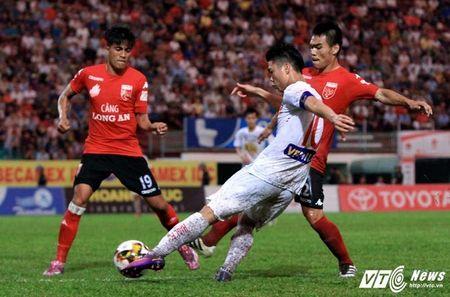 Dau an vong 17 V-League: HAGL choi xuat than, 6 ung vien canh tranh ngoi vo dich - Anh 4