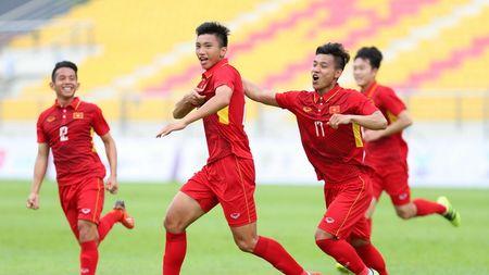 BLV Quang Huy: Hoang Anh Tuan hoac Kiatisak la lua chon toi uu cho vi tri HLV truong DTVN - Anh 3