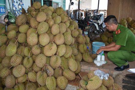 Cong an mat phuc bat co so ngam sau rieng bang hoa chat - Anh 1