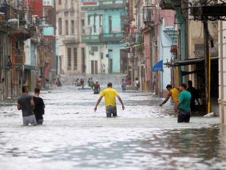 Bao Irma da den My, song cao 6 m van ap vao Cuba - Anh 3