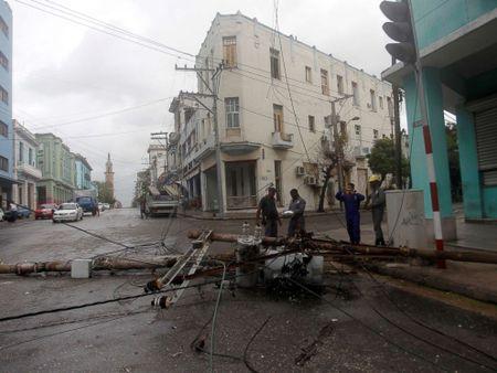Bao Irma da den My, song cao 6 m van ap vao Cuba - Anh 6