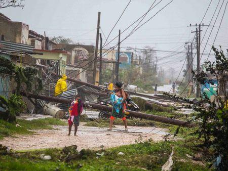 Bao Irma da den My, song cao 6 m van ap vao Cuba - Anh 7