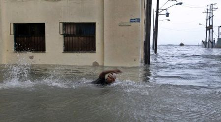 Can canh suc tan pha khung khiep cua sieu bao Irma vao Cuba - Anh 10