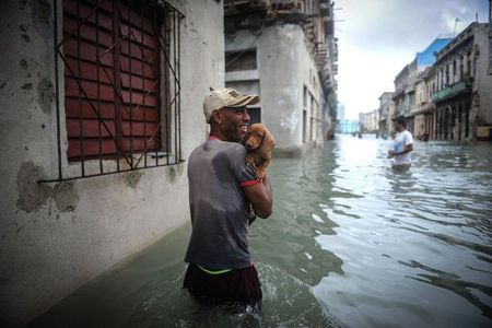 Can canh suc tan pha khung khiep cua sieu bao Irma vao Cuba - Anh 12