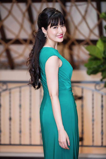 Hoa hau Ngo Phuong Lan va Hoa hau Thu Thuy cung bat ngo tai xuat - Anh 2