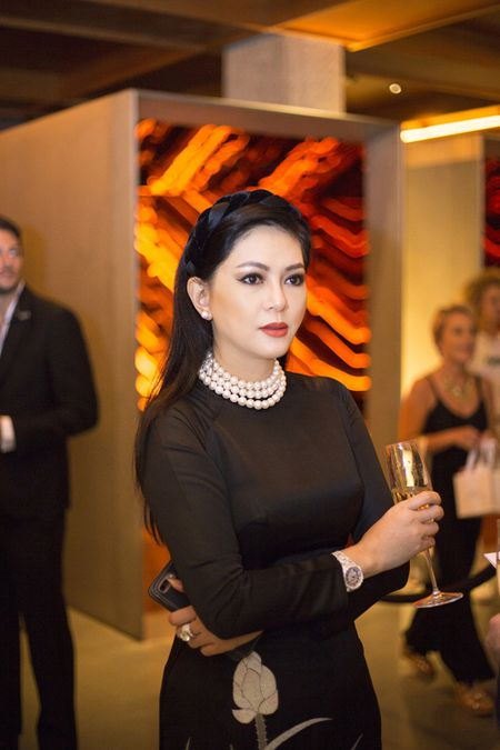 Cuu dien vien Thuy Tien dam tham trong ta ao dai du tiec cung Selena Gomez - Anh 3