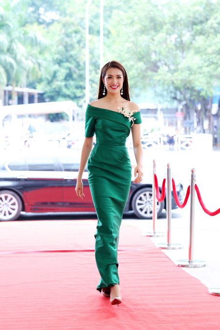 "Mau Thuy, Hoang Thuy va ca Mai Ngo dep het phan ""thien ha"" khien dan thi sinh e de - Anh 2"