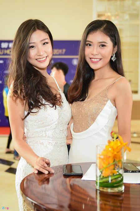 "Mau Thuy, Hoang Thuy va ca Mai Ngo dep het phan ""thien ha"" khien dan thi sinh e de - Anh 9"