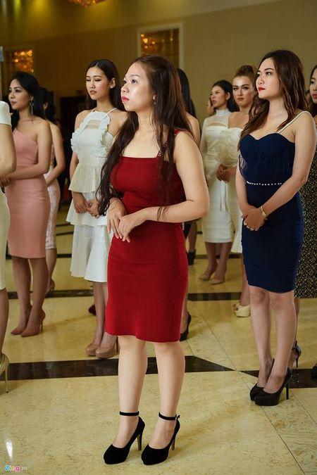 Cong dong mang day song, che bai nhan sac thi sinh Hoa hau Hoan vu Viet Nam - Anh 3