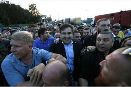 Cuu Tong thong Gruzia Saakashvili vuot bien vao Ukraine bat chap bi cam doan - Anh 1