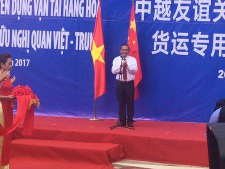 Thong xe tuyen duong chuyen dung van tai hang hoa cua khau Viet - Trung - Anh 1