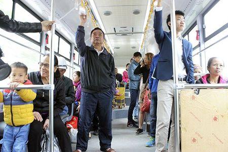 Khong phai buyt thuong nao cung duoc chung duong voi BRT - Anh 2