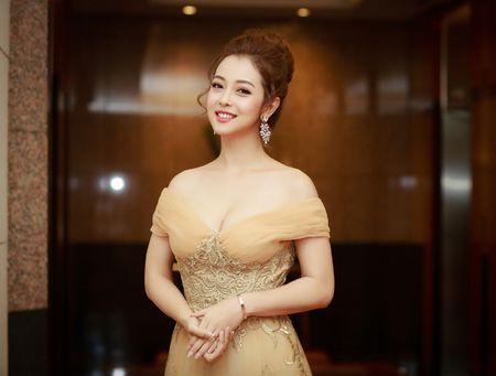Hoa hau Jennifer Pham vai tran quyen ru lam MC tai Ha Noi - Anh 2