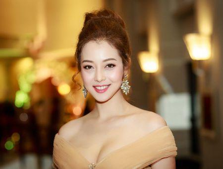 Hoa hau Jennifer Pham vai tran quyen ru lam MC tai Ha Noi - Anh 4