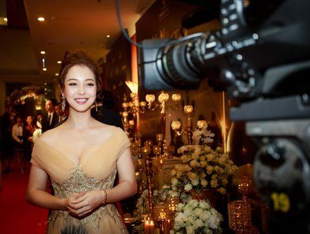 Hoa hau Jennifer Pham vai tran quyen ru lam MC tai Ha Noi - Anh 5