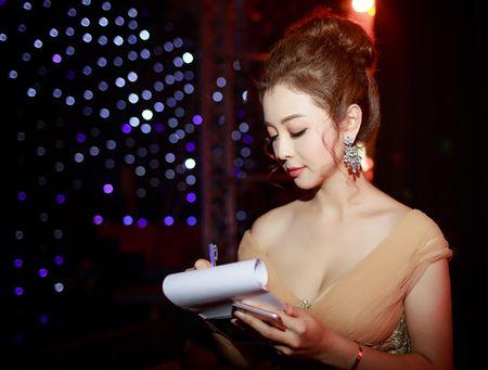 Hoa hau Jennifer Pham vai tran quyen ru lam MC tai Ha Noi - Anh 6