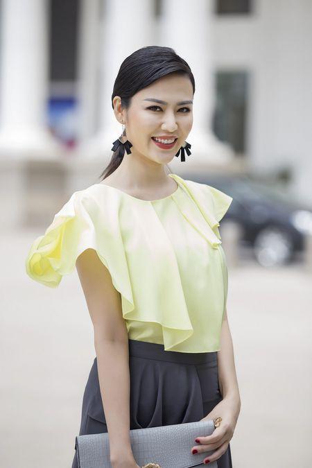 Lo dien 2 Hoa hau ngoi 'ghe nong' cuoc thi 'Hoa hau Dai duong 2017' - Anh 3
