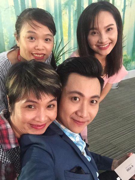 Bi to chanh choe, Bao Thanh lay MC Thao Van ra dan mat ban gai Cong Ly - Anh 7