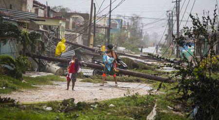 Nga se giup Cuba giai quyet hau qua sieu bao Irma - Anh 1