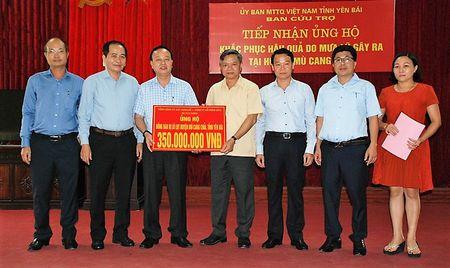 Cong doan Tong Cty Xay dung so 1 – Cty CP (CC1) trao 350 trieu dong ho tro nhan dan huyen Mu Cang Chai - Anh 1