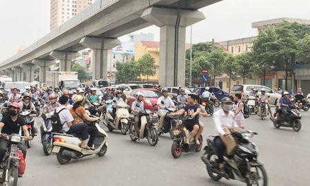 Nen tam dong diem mo gay un tac tren duong Tran Phu (Ha Dong) - Anh 1