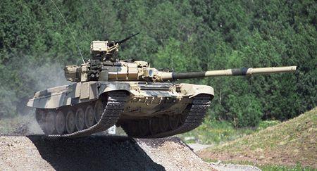 Can canh kip lai tang T-90 Viet Nam tinh trang bi (video) - Anh 1