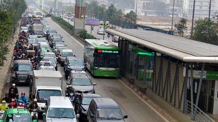 Ly do khien tuyen buyt BRT qua tai trong gio cao diem - Anh 1