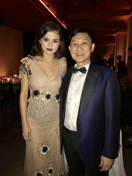 Vo chong cuu dien vien Thuy Tien du tiec cung Selena Gomez - Anh 5