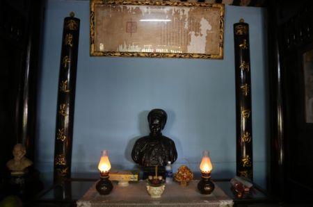 TP HCM: Khu lang mo danh nhan Truong Vinh Ky bi xam lan, xuong cap nghiem trong - Anh 1