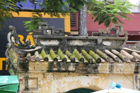 TP HCM: Khu lang mo danh nhan Truong Vinh Ky bi xam lan, xuong cap nghiem trong - Anh 4